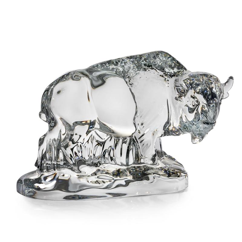 Кришталева скульптура бізона від американського бренду скляних виробів Steuben Glass Фото: steuben.com