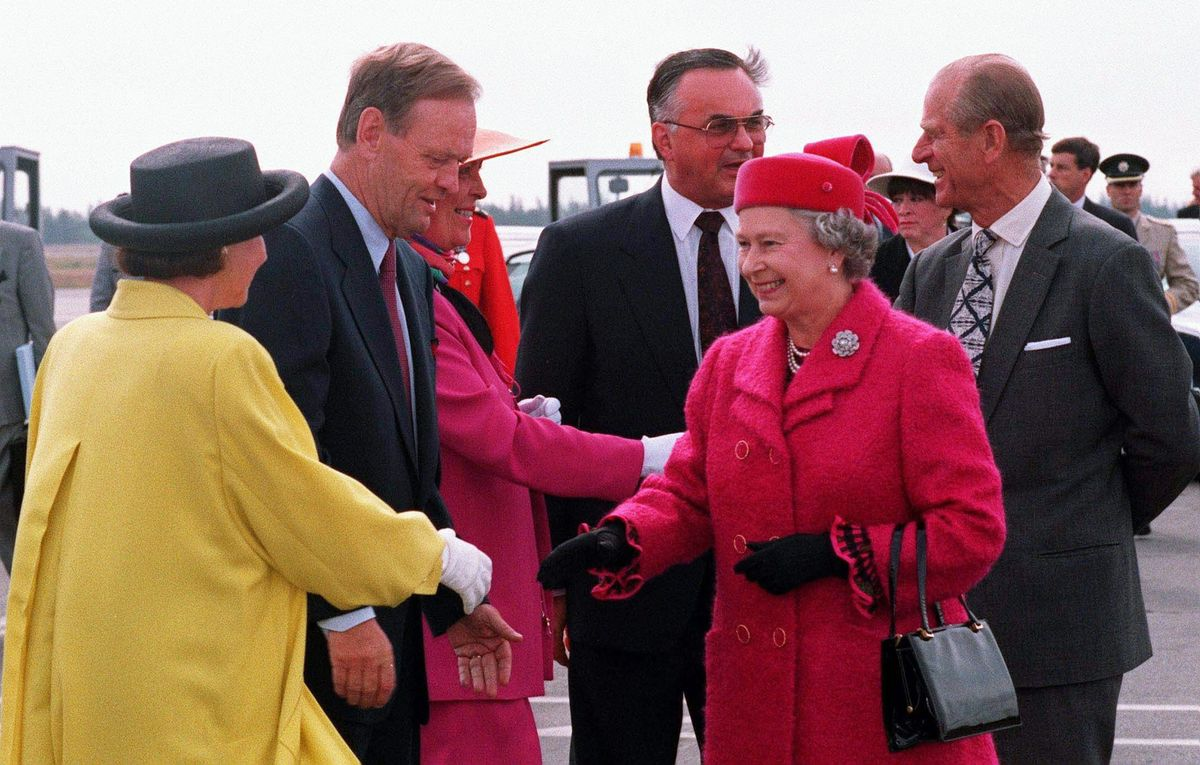 Queen Elizabeth II bids goodbye to Prime Minister Jean Chretien and his wife Aline, (L), as Prince Philip, (R), chats with Governor General Ray Hnatyshyn and his wife Gerda as they depart Yellowknife, Northwest Territories, Aug. 22, 1994.
