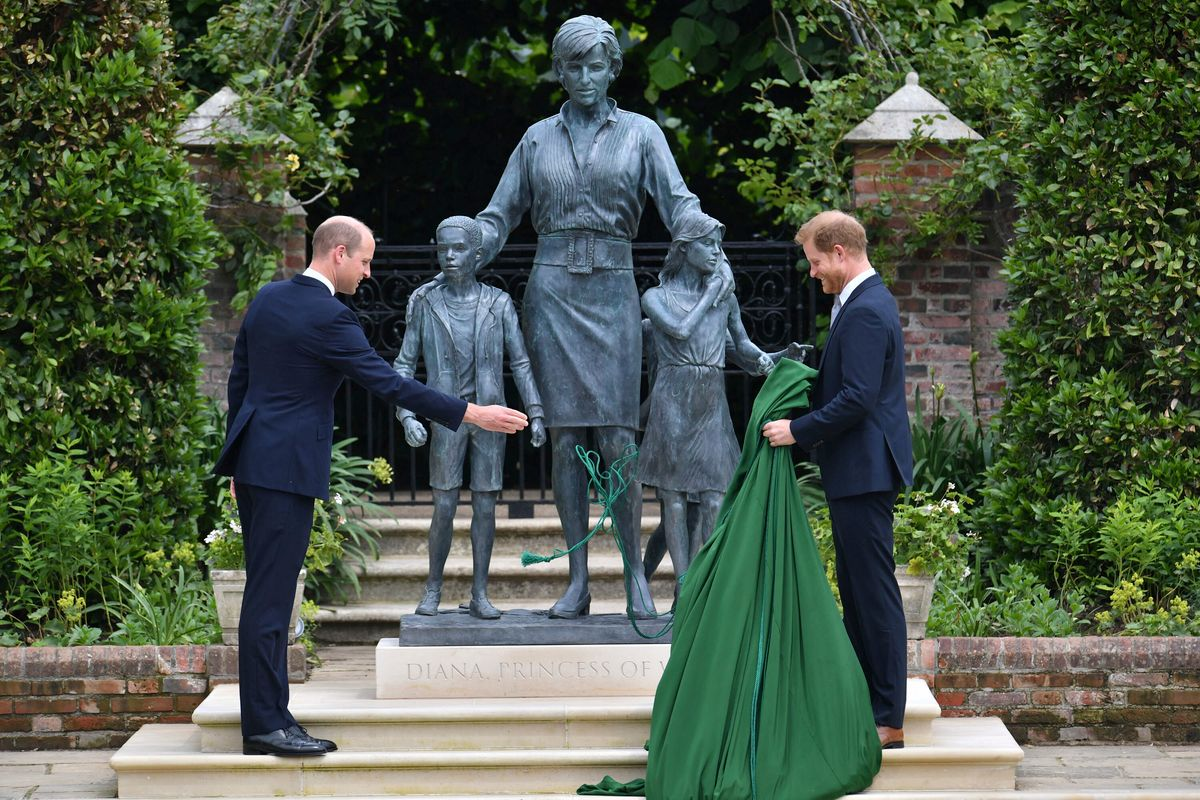 Britain's Prince William, left and Prince Harry unveil a statue they commissioned of their mother Princess Diana, on what woud have been her 60th birthday, in the Sunken Garden at Kensington Palace, London, Thursday July 1, 2021. (Dominic Lipinski /Pool Photo via AP).