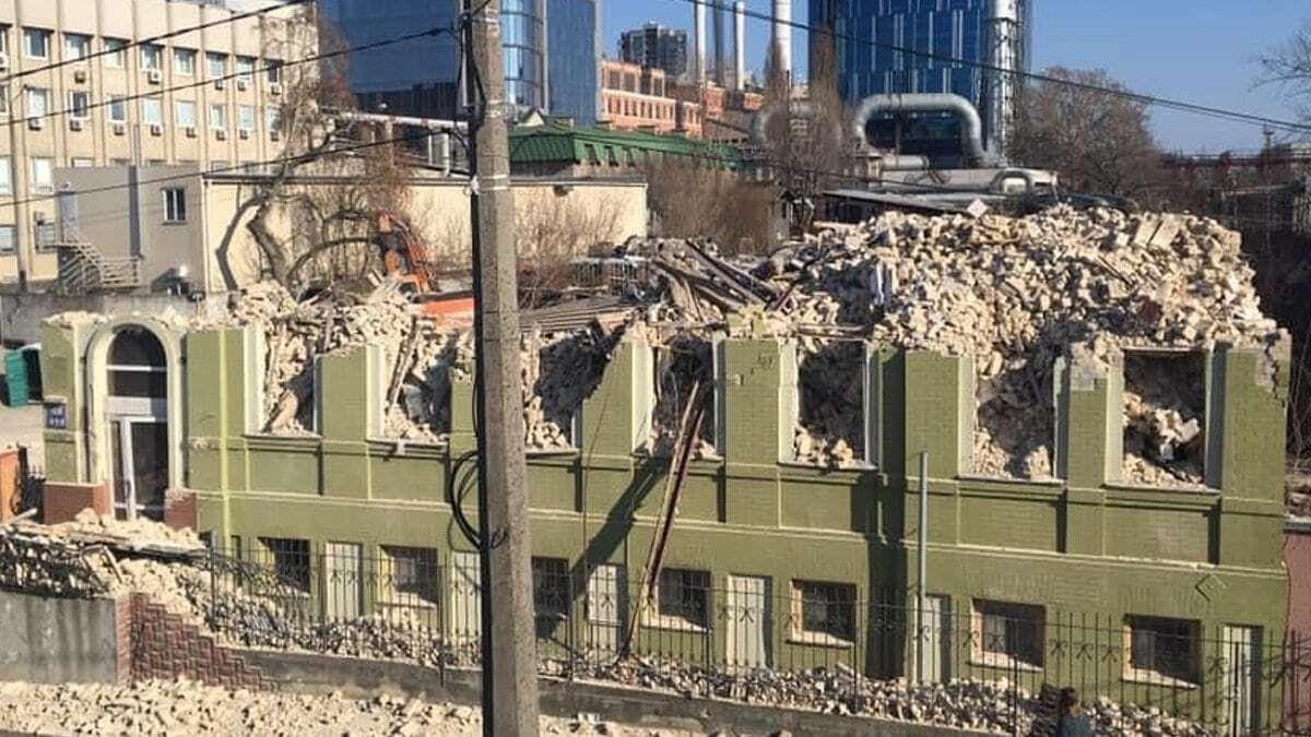 Дом Уткина разрушили
