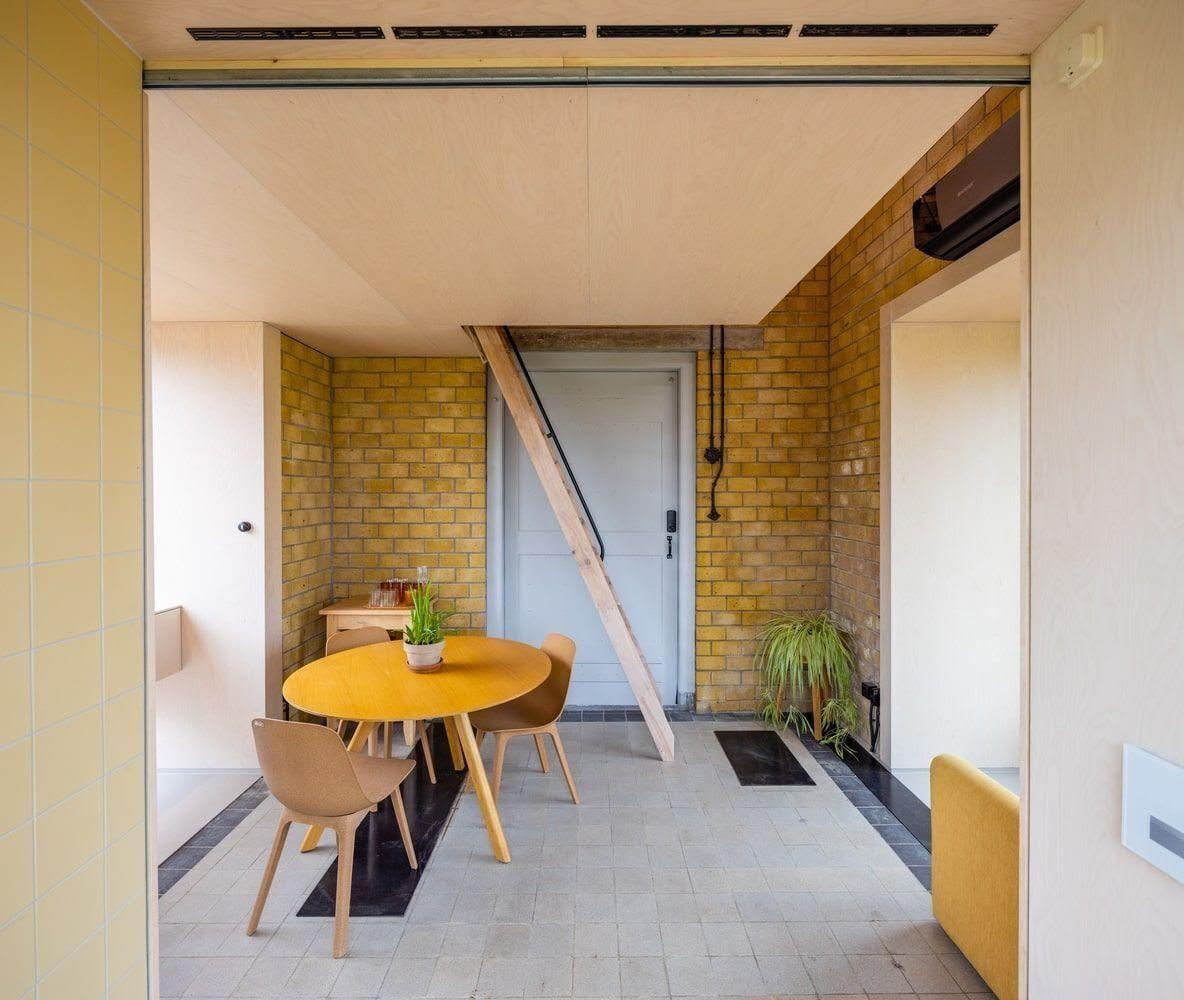 Трансформаторную будку превратили в жилой домик