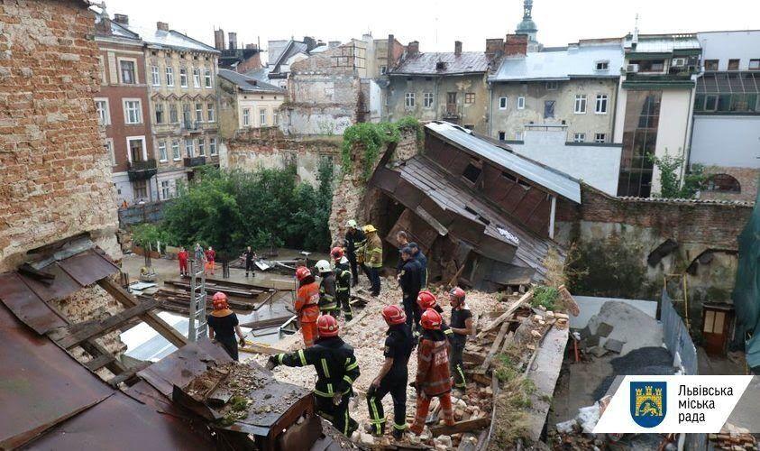 Происшествие во Львове: рухнула стена дома