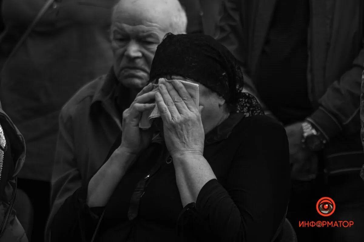 Награду передали матери Артема Бондаренко.
