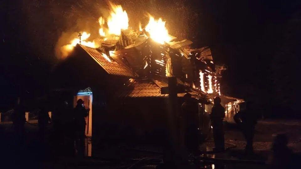 В Долине загорелась церковь.
