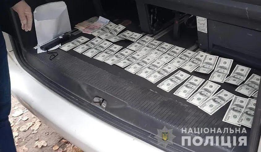 """Депутат задержали во время получения им второй части """"помощи""""в размере $3 тысяч"""