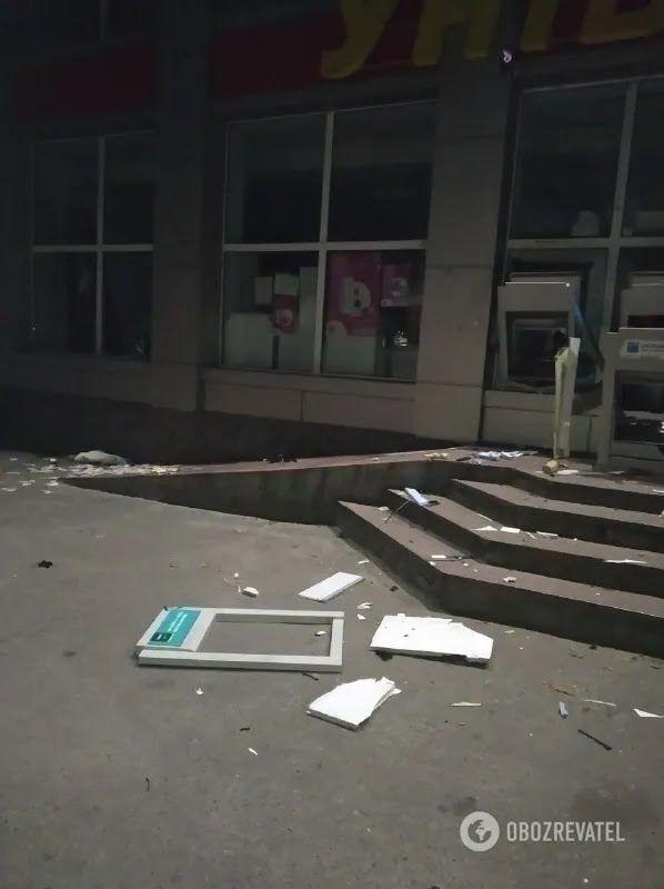 Зловмисники підірвали два банкомати