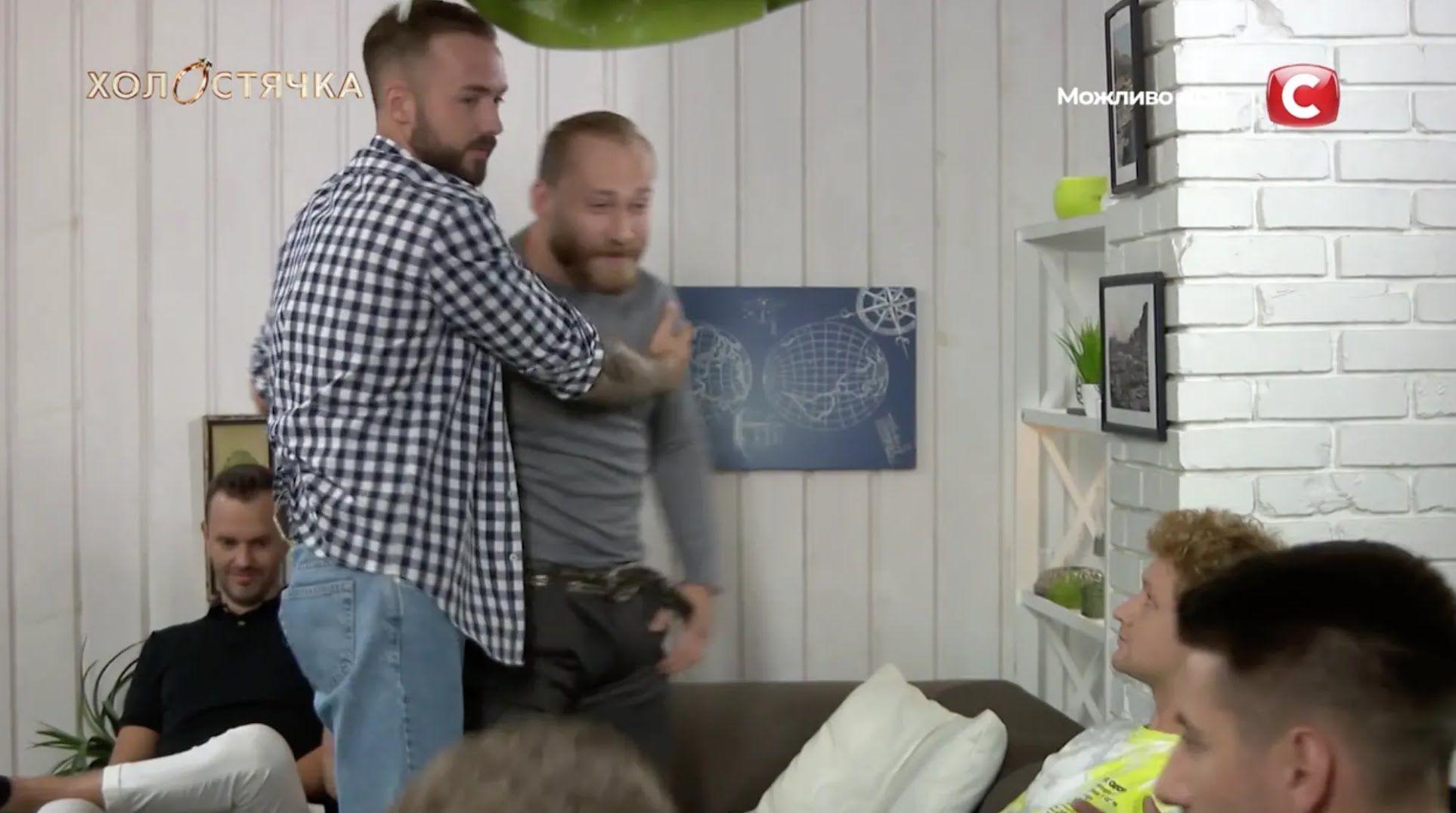 Артем и Сергей подрались в начале второго выпуска.