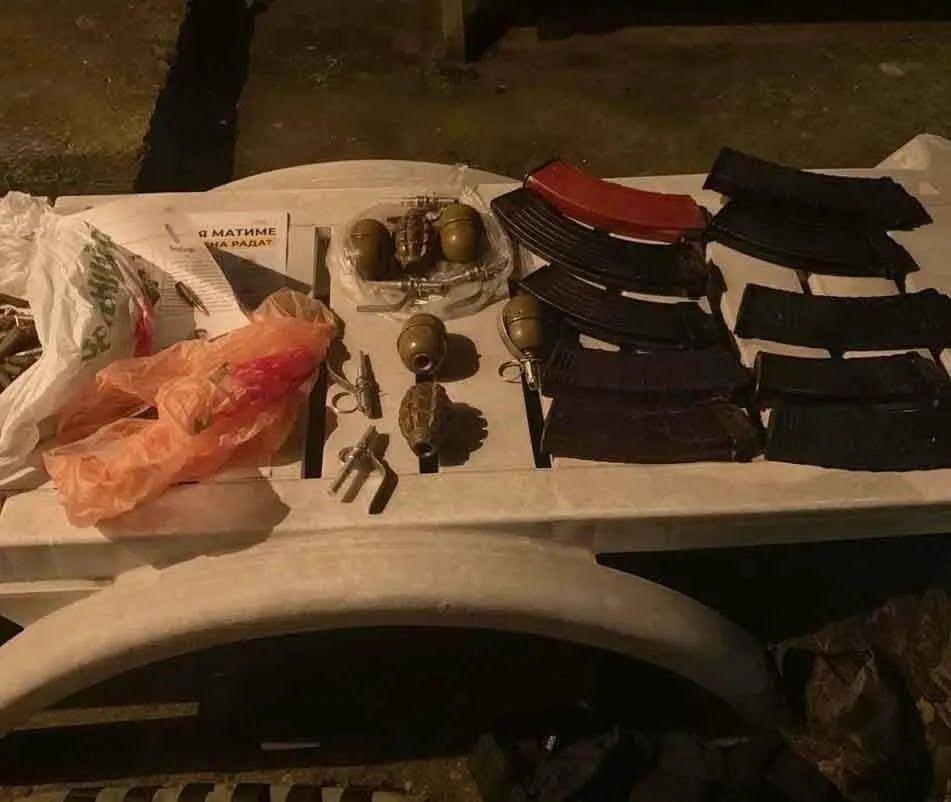 Злочинці були озброєні.