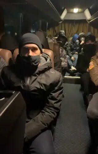 """Автобус с """"титушками""""прибыл в Козин"""