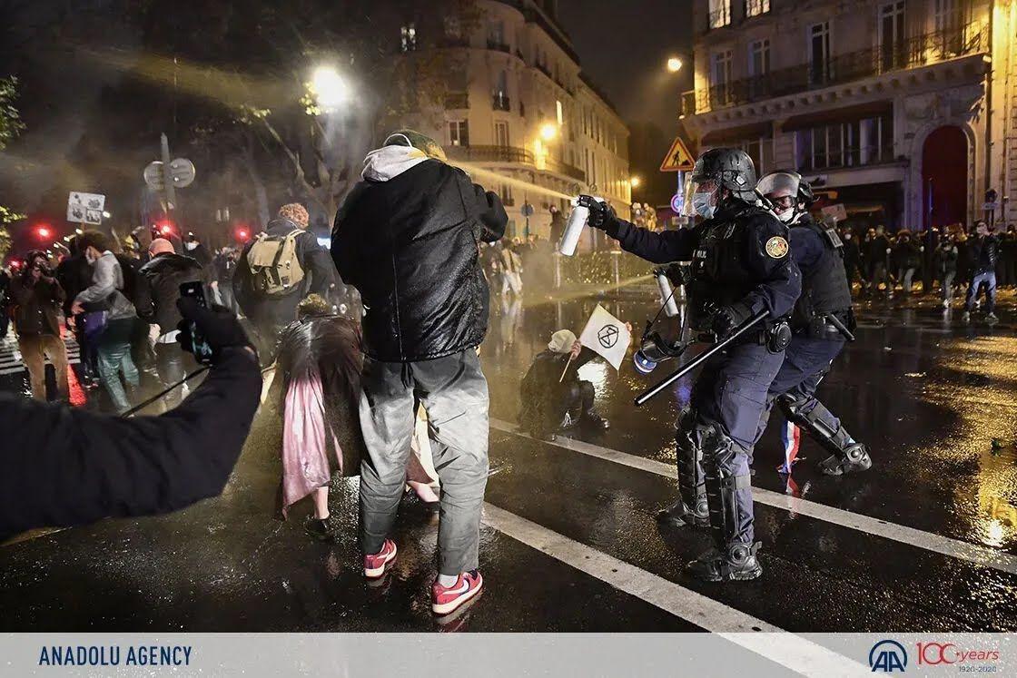 Полиция применила газ против митингующих