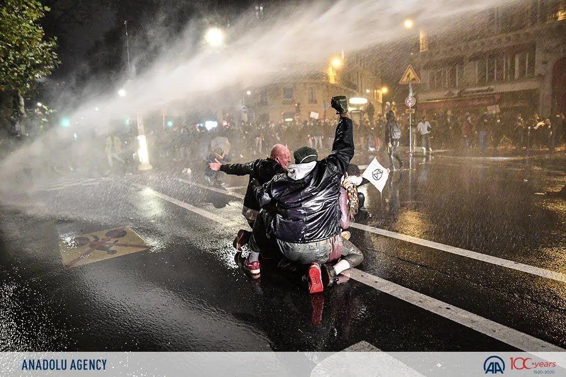 Полиция применяла водометы для разгона протеста