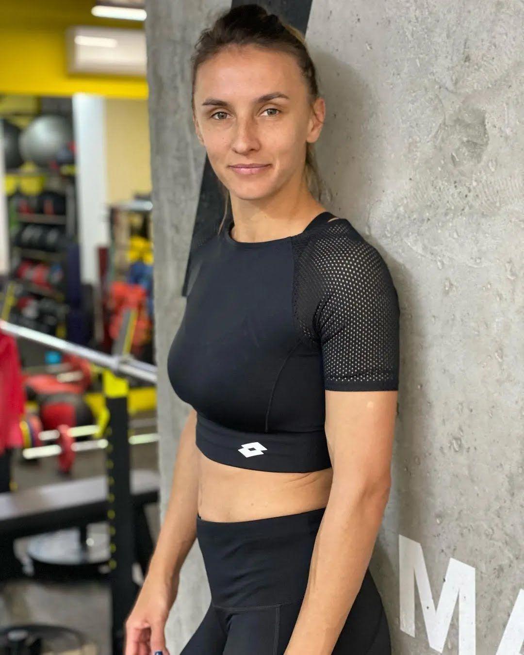 Леся Цуренко в тренажерном зале
