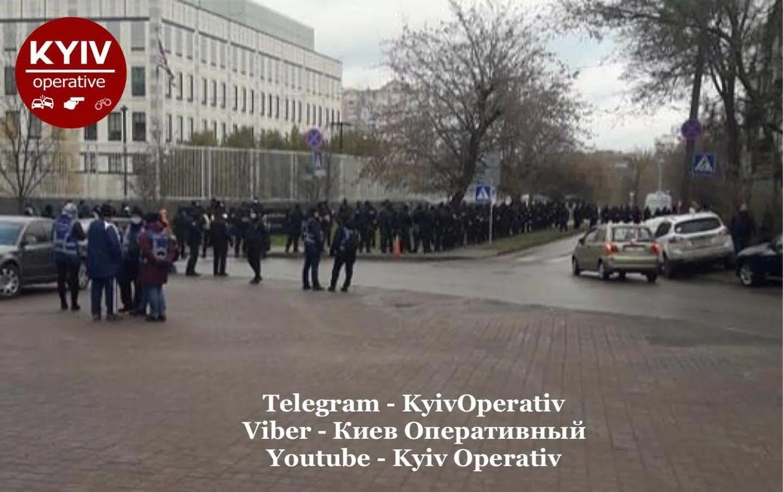 Во время акции порядок обеспечивали полицейские.