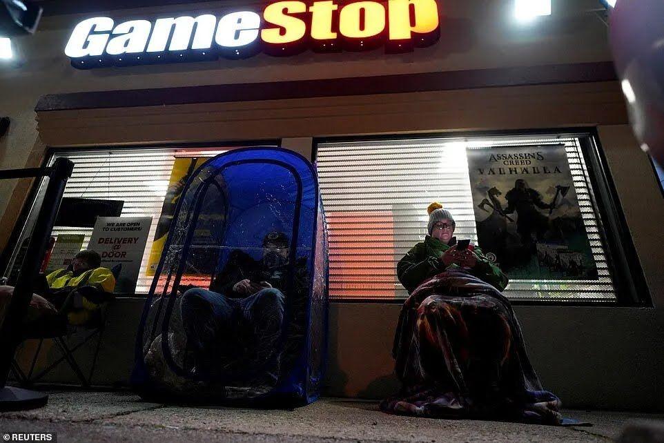 Ночная очередь под GameStop в штате Кентукки