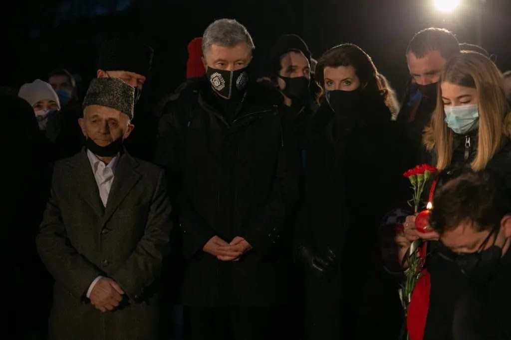 "Петр и Марина Порошенко во время акции ""Зажги свечу"""