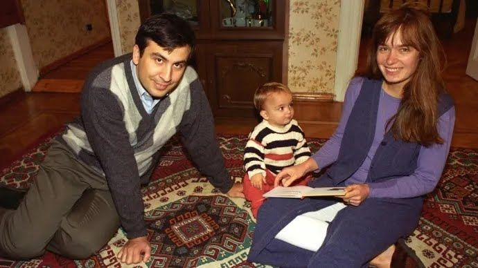 Саакашвілі з дружиною і сином у молодості