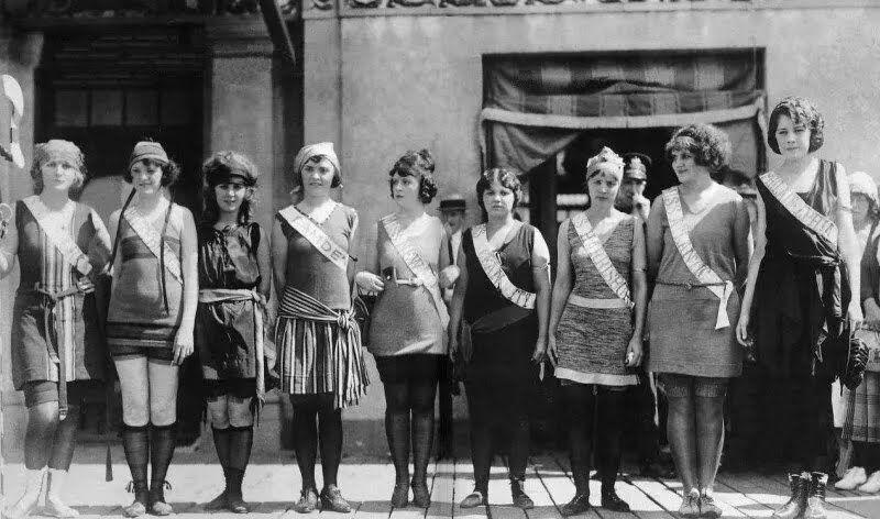 Маргарет Горман – третья слева