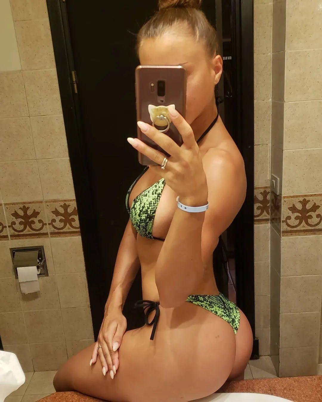 Юлия Высоцкая в ванной