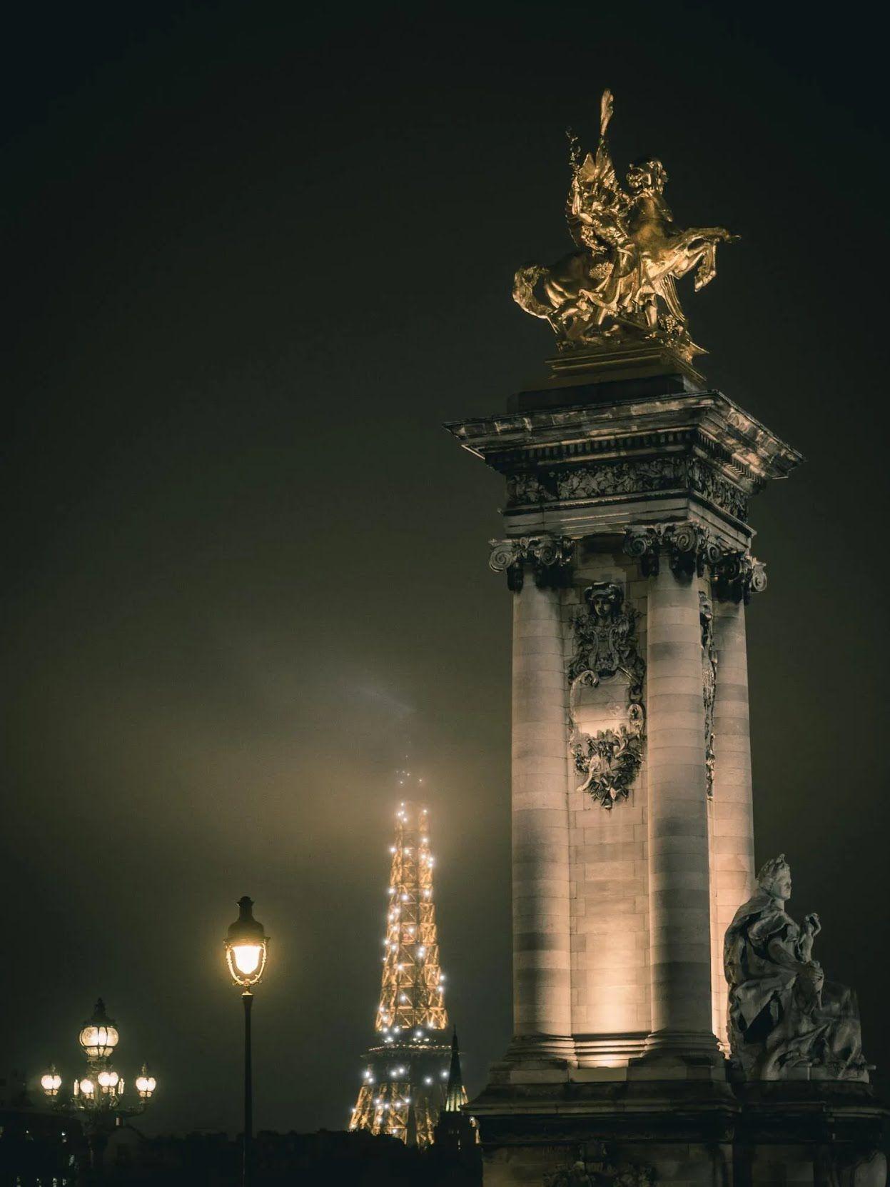 Новый год Франции отмечают в ресторанах или в гостях