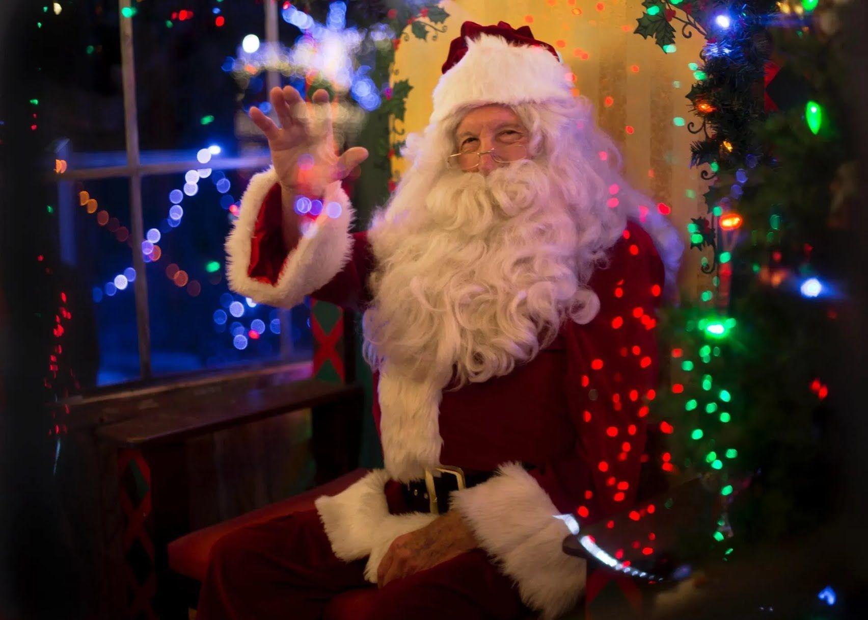 Санта Клаус в Англии приезжает на ослике