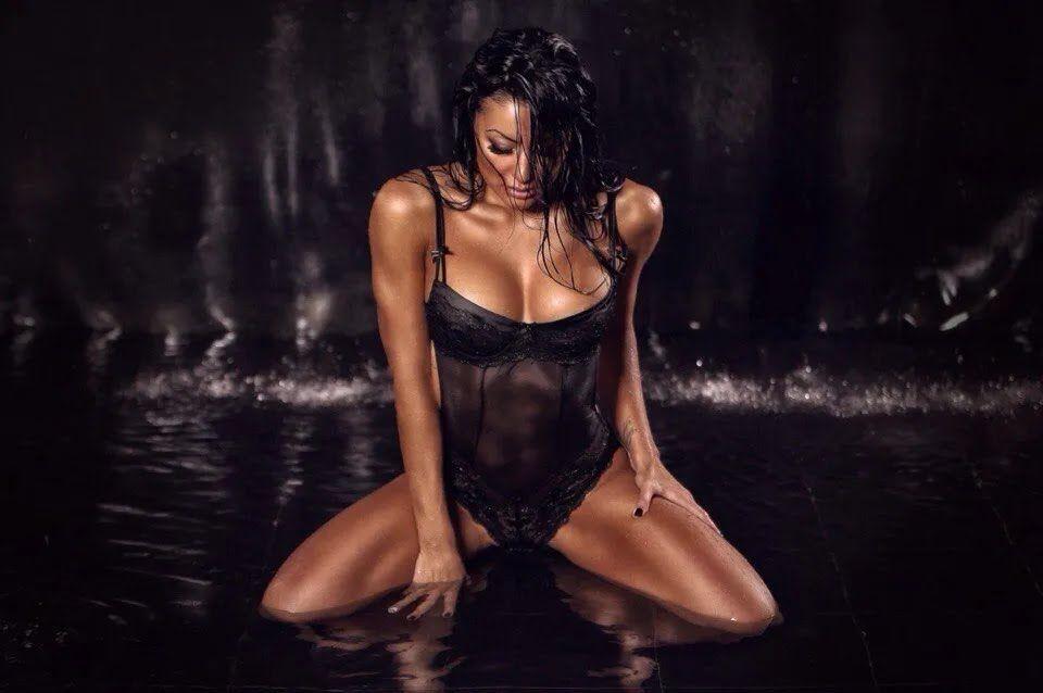 Ирина Ирис в мокрой фотосессии