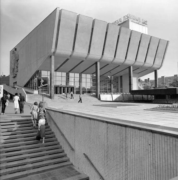 Кинотеатр в 1982 году.
