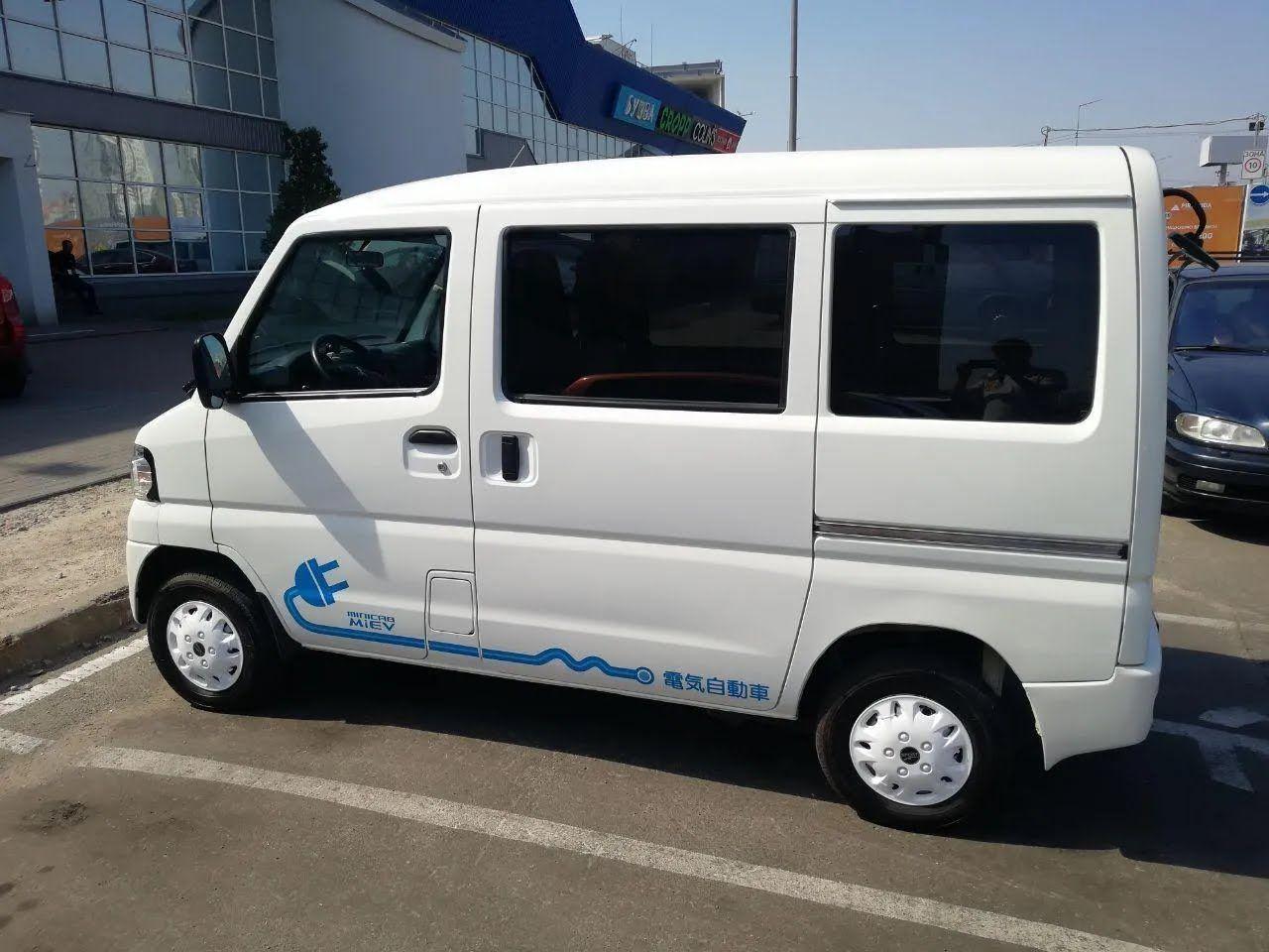В Украине заметили электрический кей-кар Mitsubishi Minicab i-MiEV.