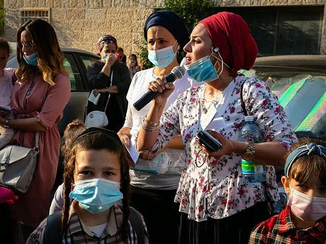 Рідні хасидів, які застрягли на кордоні з Україною, влаштували мітинг біля будинку голови МВС Ізраїлю.