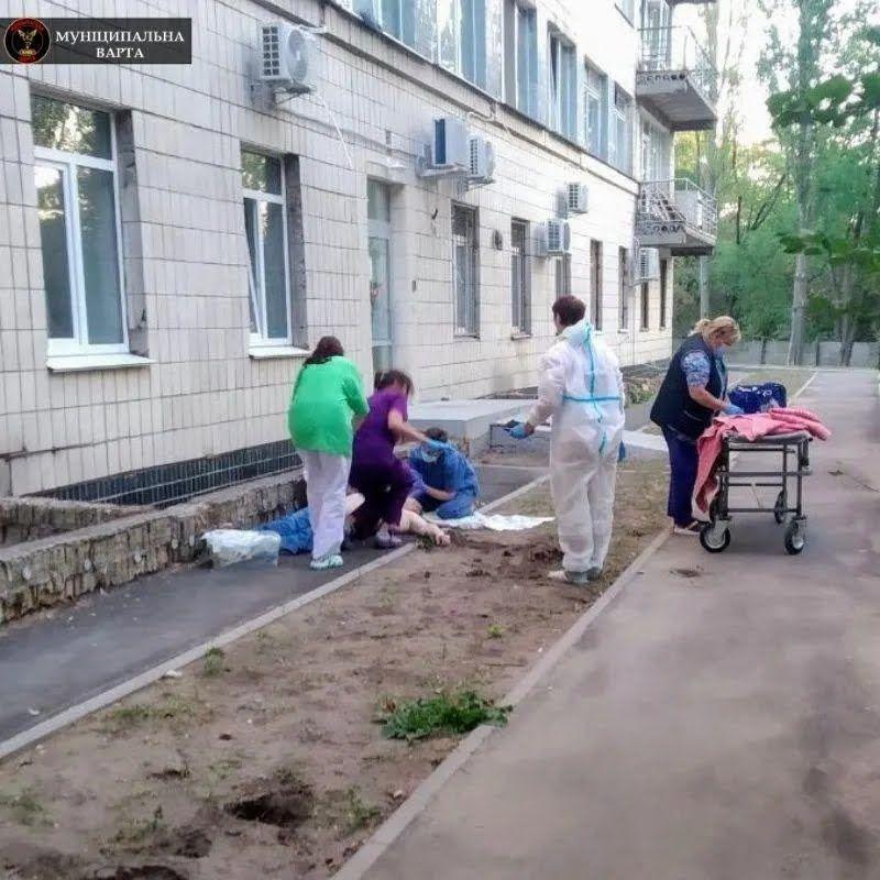 Наряды Муниципальной охраны несут круглосуточное дежурство в больнице.