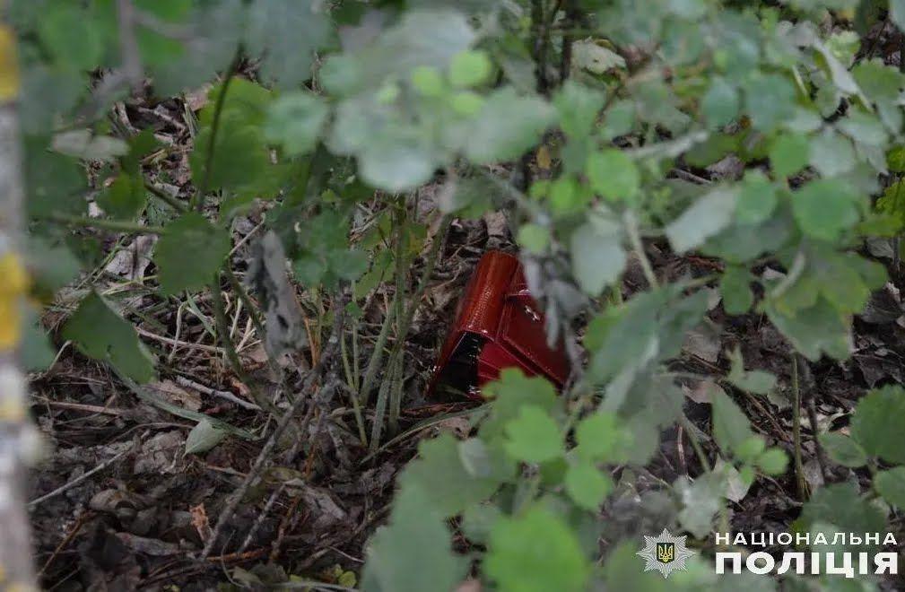 Выпотрошенный кошелек Антонины Шпир на месте ее убийства под Киевом