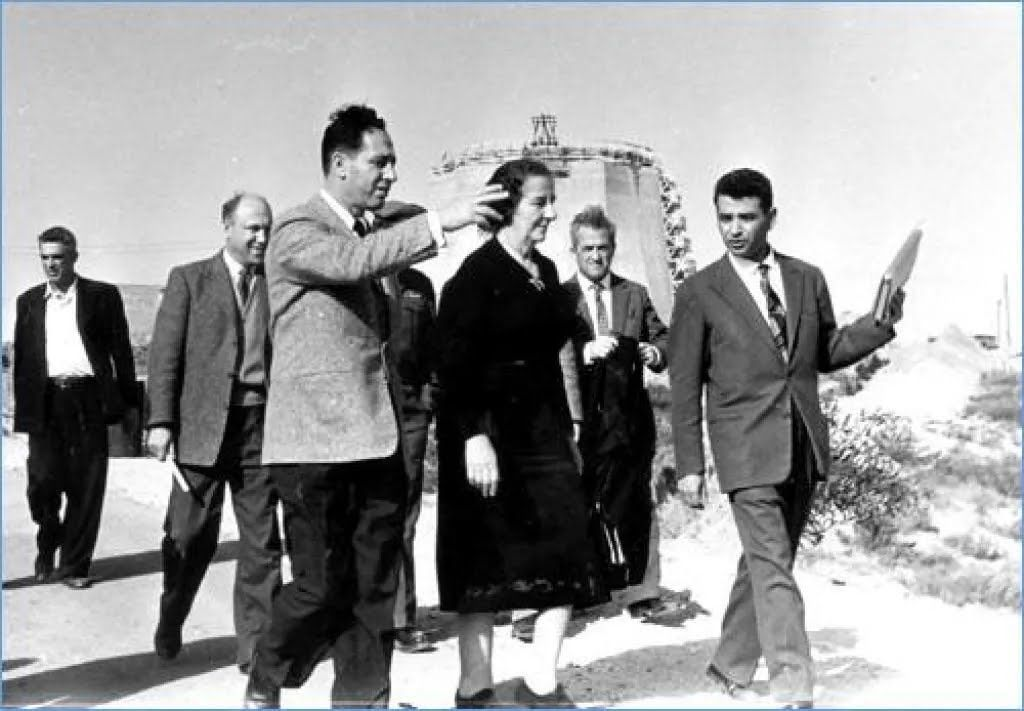 Шимон Перес и Голда Меир на строительстве ядерного реактора в Сореке, 1958 год