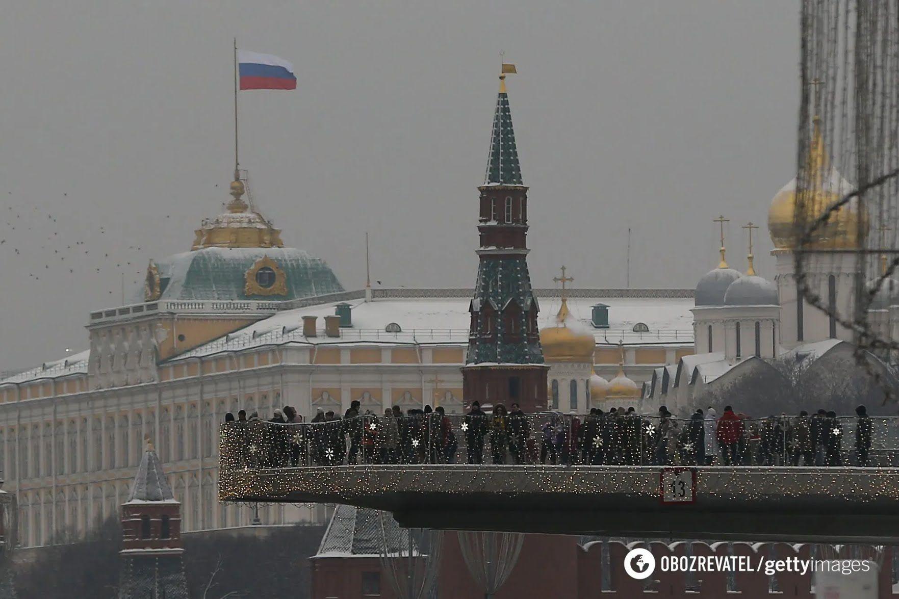 Российский журналист Константин Эггерт считает, что в России политический вес чиновника определяется его государственной должностью