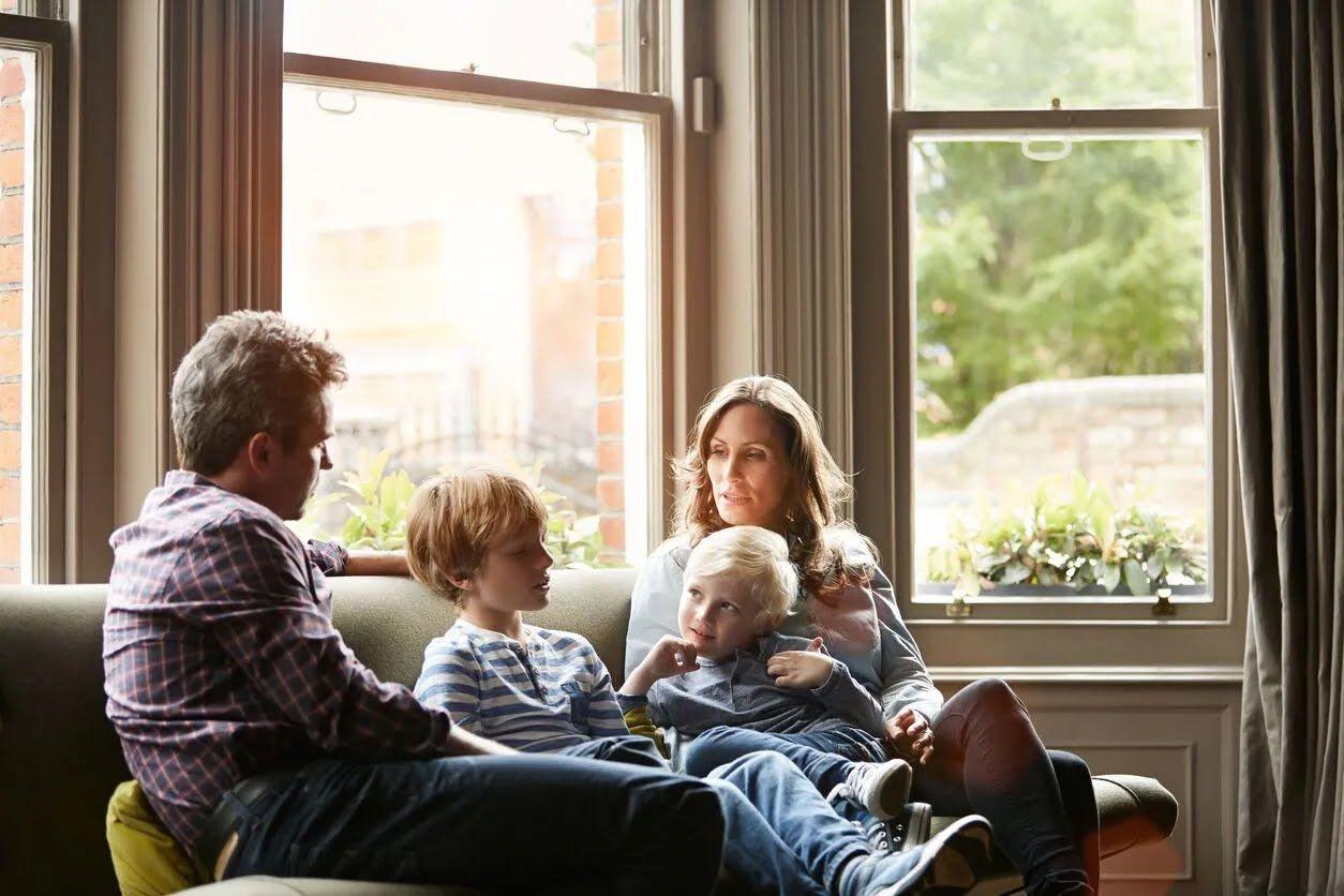 Досуг с семьей поможет укрепить отношения.