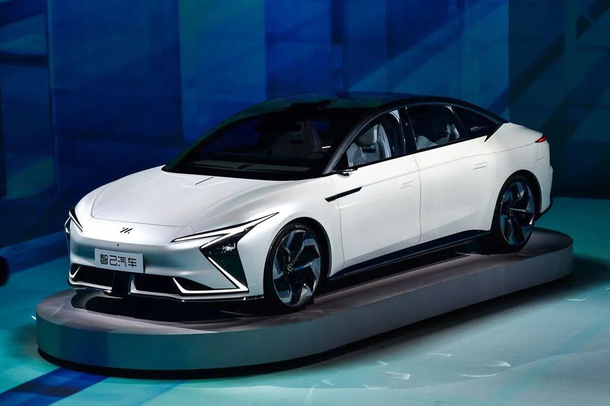 Автомобиль по своим размерам соизмерим с Tesla Model S