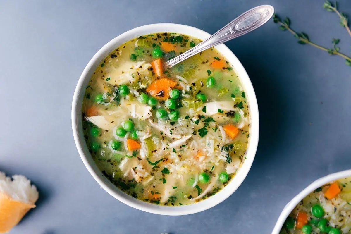 По желанию в суп можно добавить зеленый горошек.