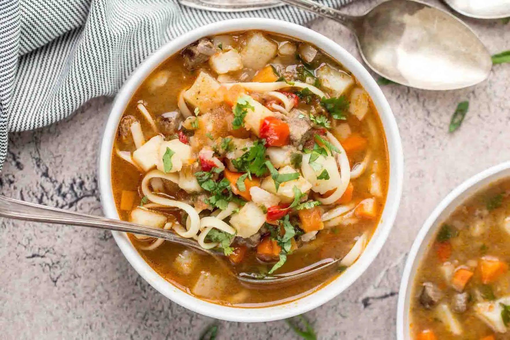 Лагман на деле – это обычный суп с лапшой.