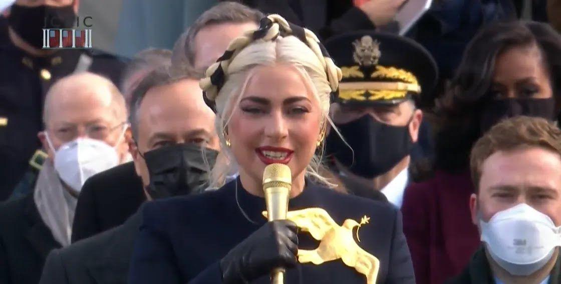 Леди Гага спела гимн