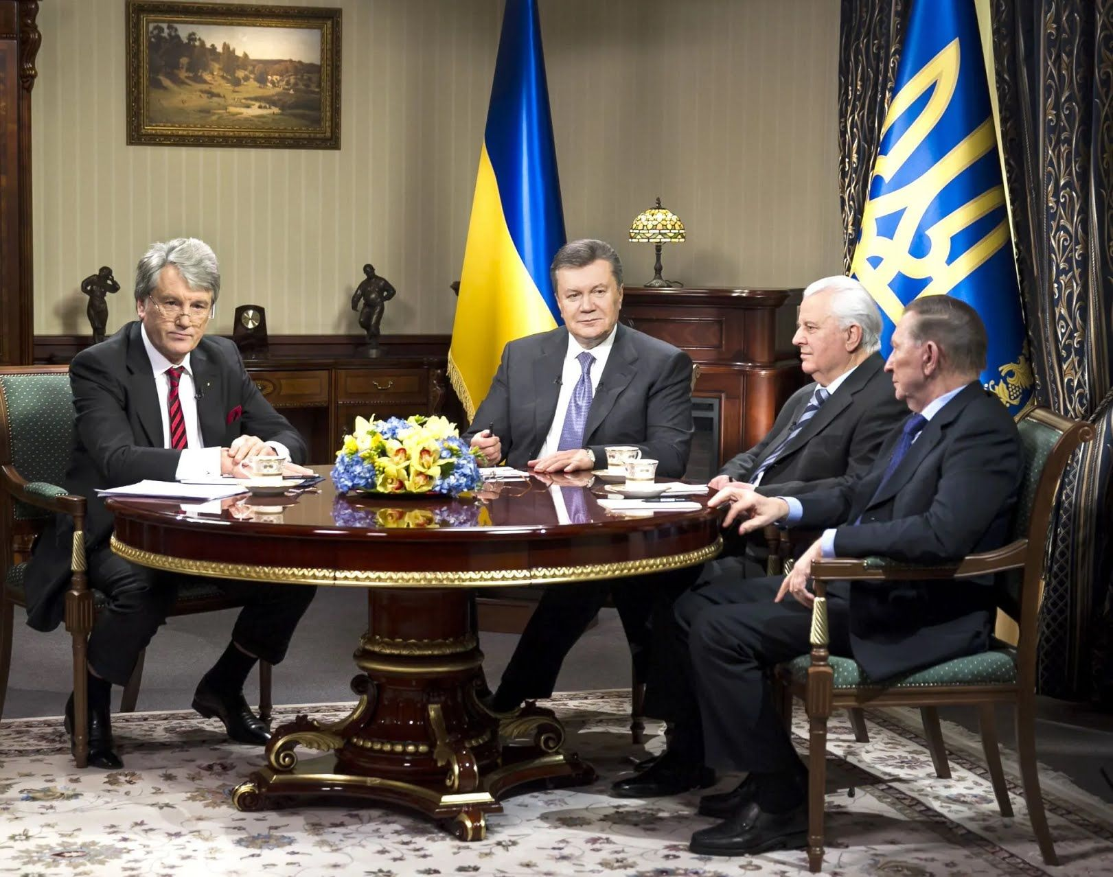 Четыре президента Украины Виктор Ющенко, Виктор Янукович, Леонид Кравчук и Леонид Кучма