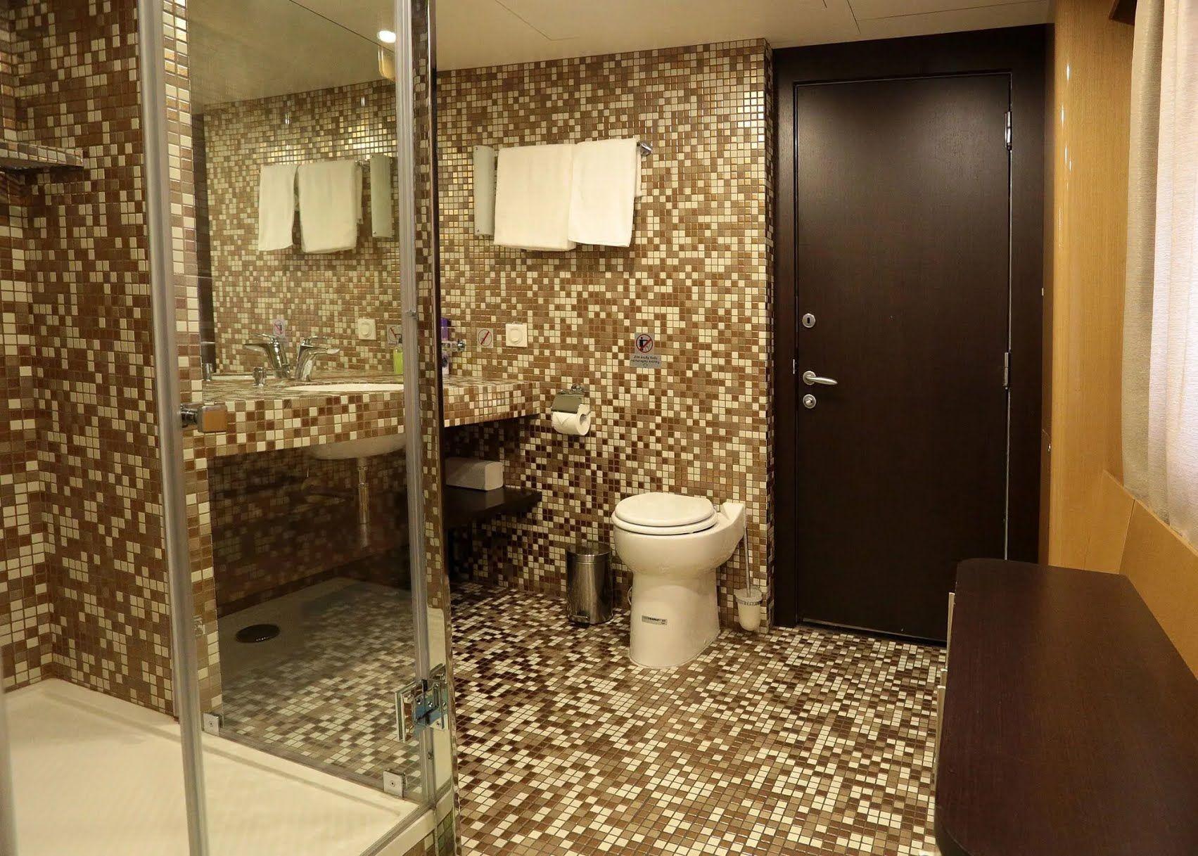 Ванная комната в новых вагонах УЗ