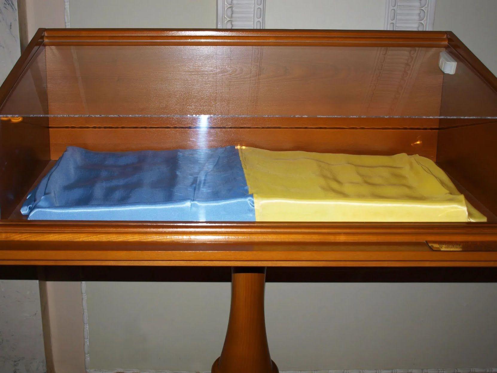 Флаг Украины, который внесли в сессионный зал Верховной Рады 24 августа 1991 года