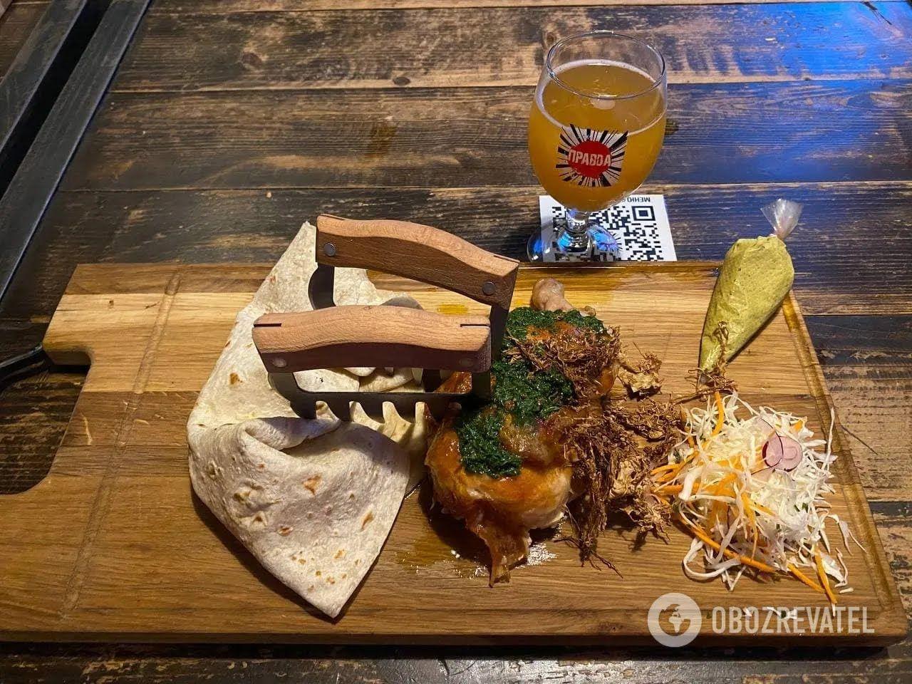 """В """"Театре пива"""" вам всегда предложат интересное собственное блюдо."""