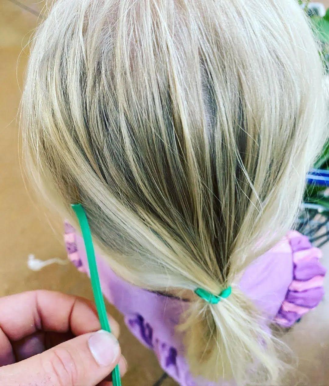 Как завязать волосы девочке