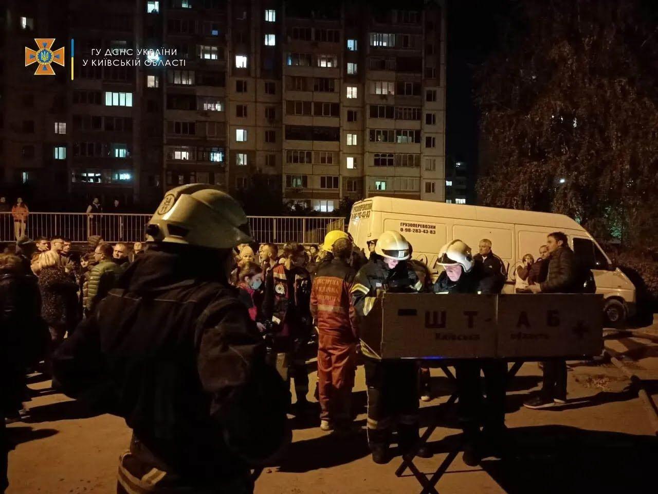 Пожарные спасли женщину и ребенка.