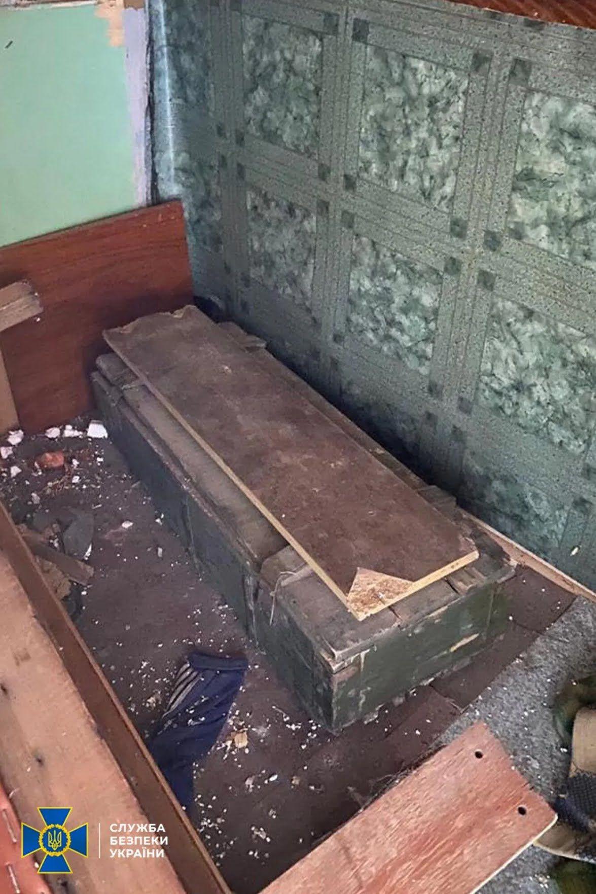 Тайник був в покинутій будівлі.
