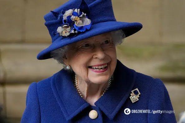 Королева Елизавета II на официальном мероприятии.
