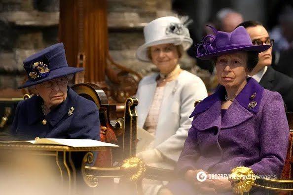 Королева Елизавета II с принцессой Анной.