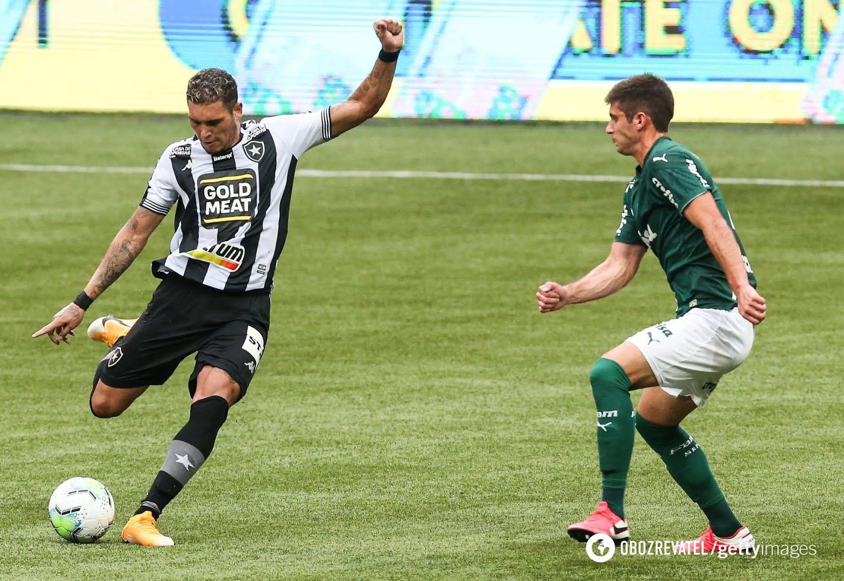 Футболист вместо мяча влетел прямой ногой в лицо сопернику. Видео