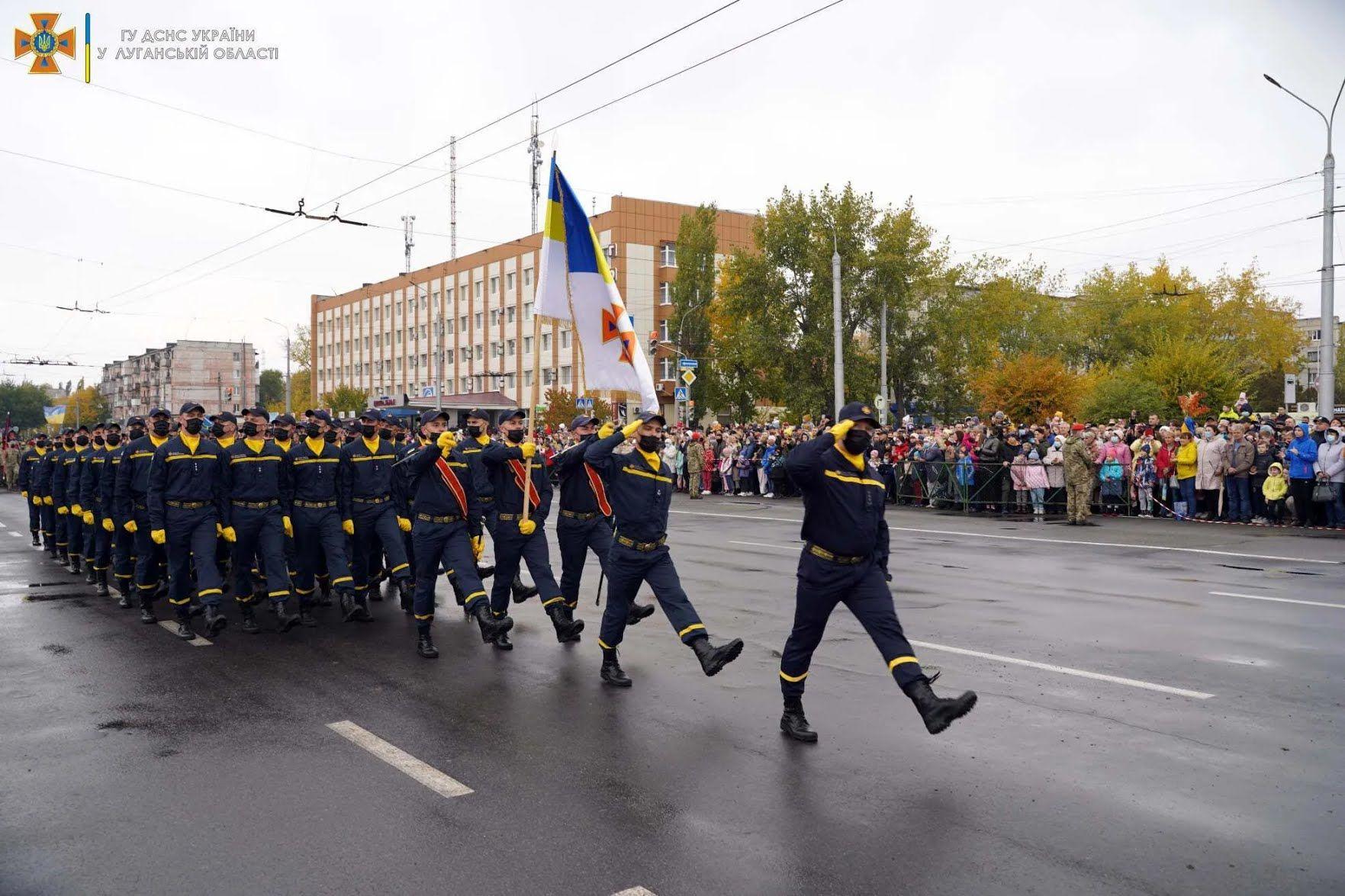 Рятувальники ДСНС взяли участь у параді
