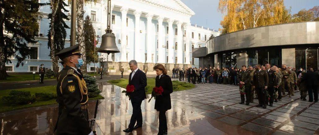 Родина Порошенків вшанувала пам'ять полеглих захисників України
