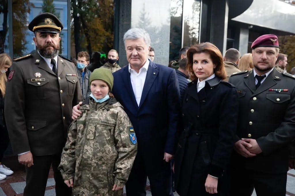 Окрім Порошенка у церемоніалі взяли участь ветерани АТО/ООС та громадські активісти